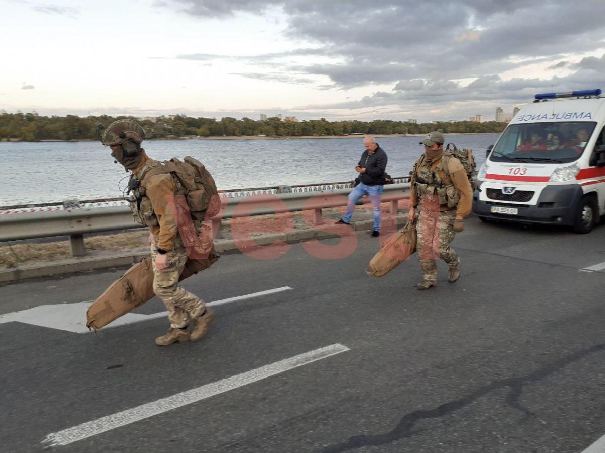 К мосту Метро подтянулись снайперы