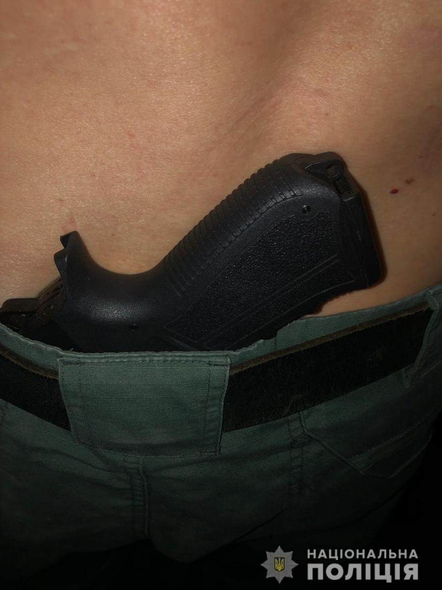 Очень пьян: в Николаеве задержали подозреваемого в расстреле на заправке. Фото