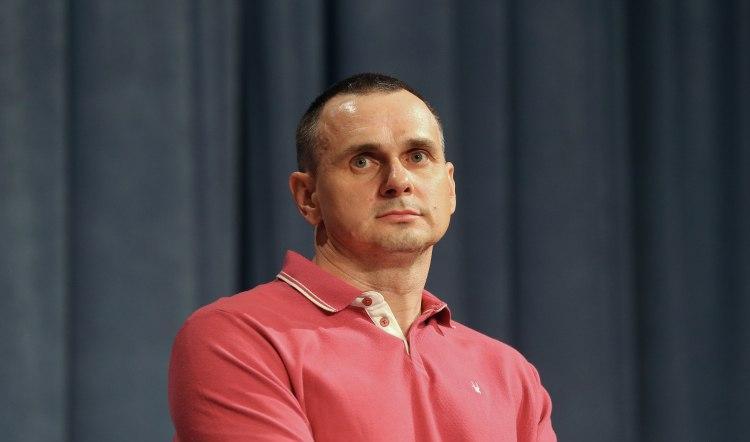 Олег Сенцов сообщил, что парень попросил подписать книгу для Анатолия Шария - Сенцов - Шарий