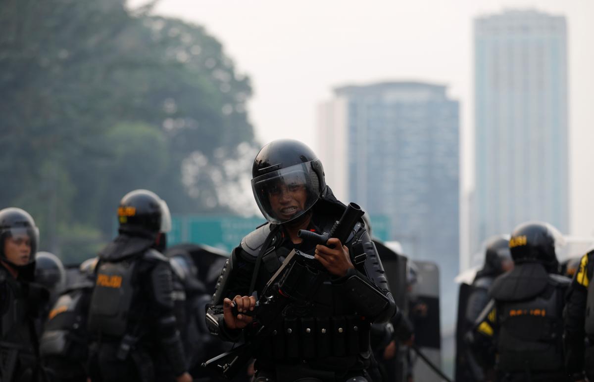 В Индонезии тысячи протестующих отстаивали право на секс до брака