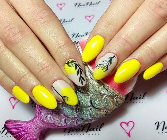 Модный желтый маникюр
