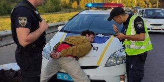 Мужчину задержали при выходе из троллейбуса / Фото: Facebook/Оксана Блищик