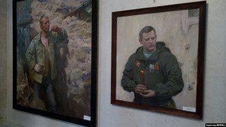 На одной из картин художник запечатлел Захарченко / Фото: Крым.Реалии