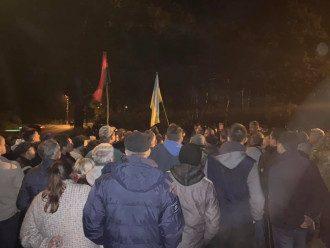 Активисты восстановили блокаду вагонов с российским углем / Фото: Facebook/Семен Семенченко