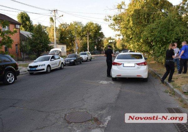 В Николаеве из авто бизнесмена украли около 1 млн гривен, узнали журналисты