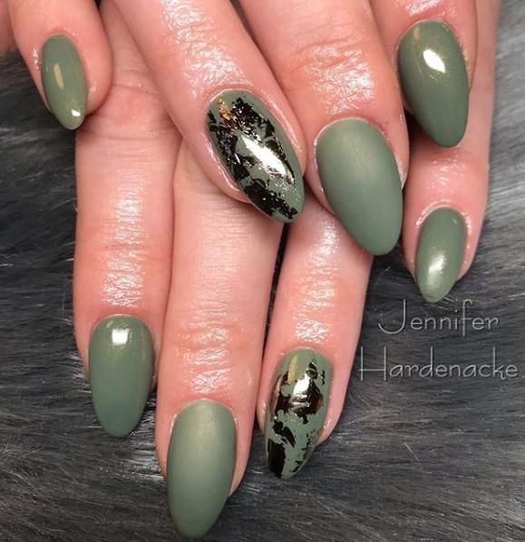 Оливковый маникюр осень 2019