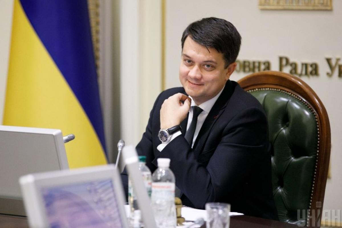 Вместо Дмитрия Разумкова главой Слуги народа может стать Александр Корниенко, сообщила нардеп - Разумков Слуга народа