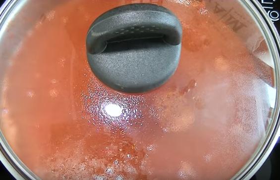 Солянка с копченостями быстро и просто готовится