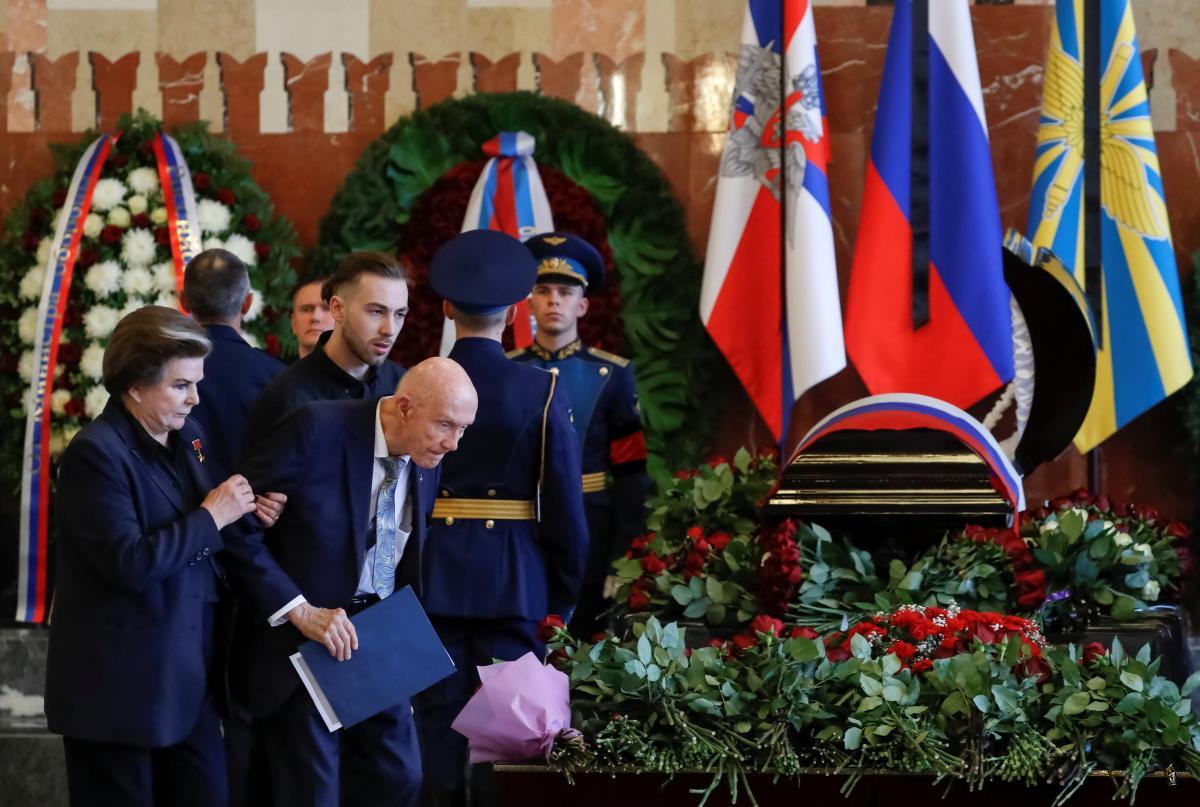 Валентина Терешкова и Томас Стаффорд попрощались с Алексеем Леоновым