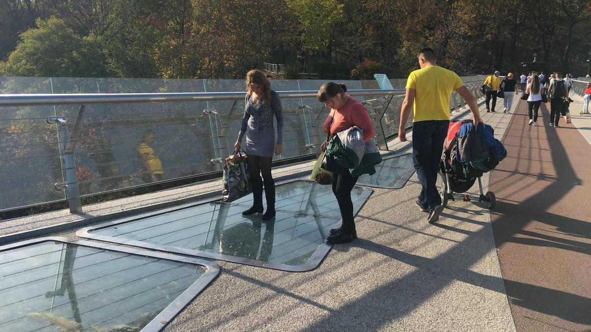 На мосту Кличко лопнуло стекло