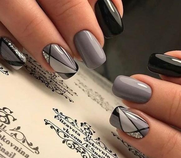 Модный серый маникюр
