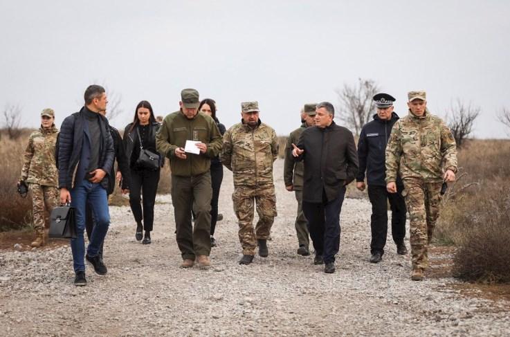 Аваков поддержал полк Азов