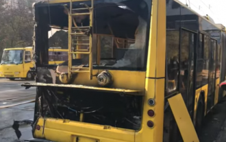 В Киеве троллейбус загорелся во время движения