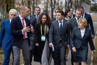 Зеленский призвал инвестировать в Донбасс