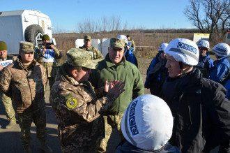 Украина и боевики продолжают разведение сил на Донбассе