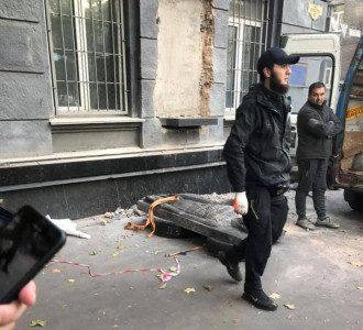В Одессе демонтировали барельеф Жукову