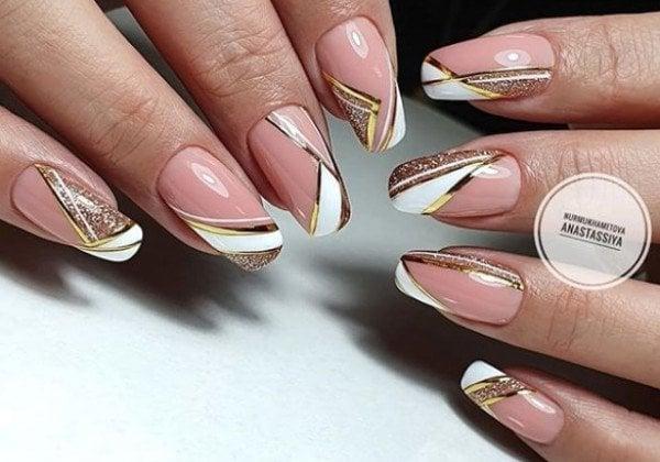 Модный золотой маникюр