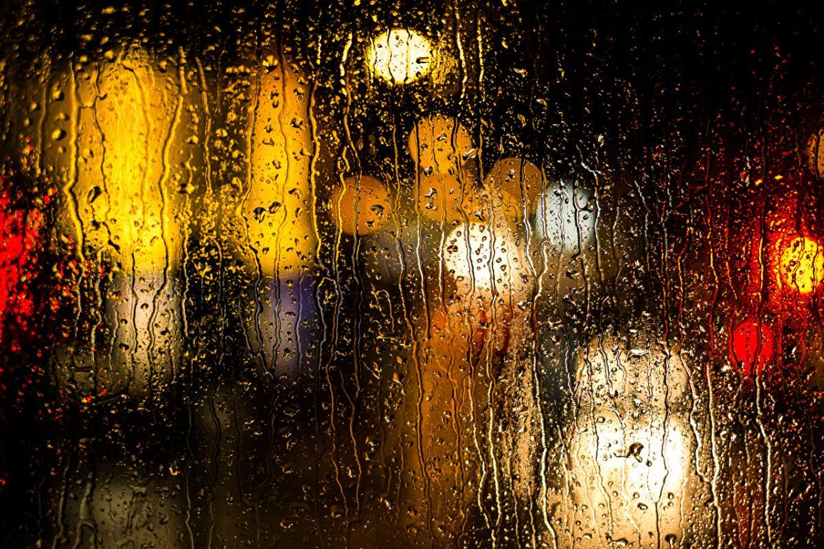 Погода в Киеве обещает легендарные лужи и опасности для метеопатов – синоптик