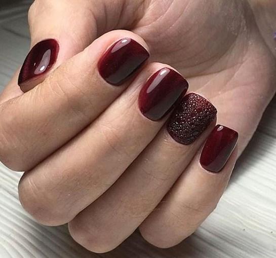 Модный бордовый маникюр