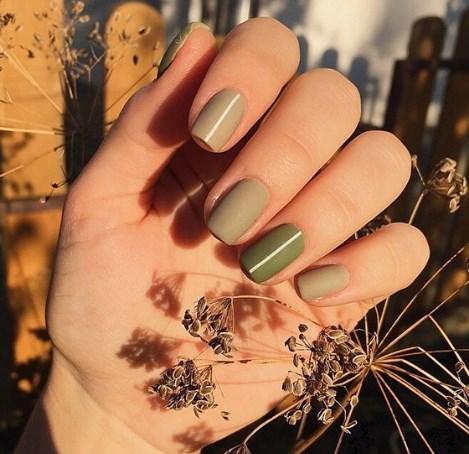 Оливковый маникюр 2021: фольга, лунный маникюр и матовые ногти