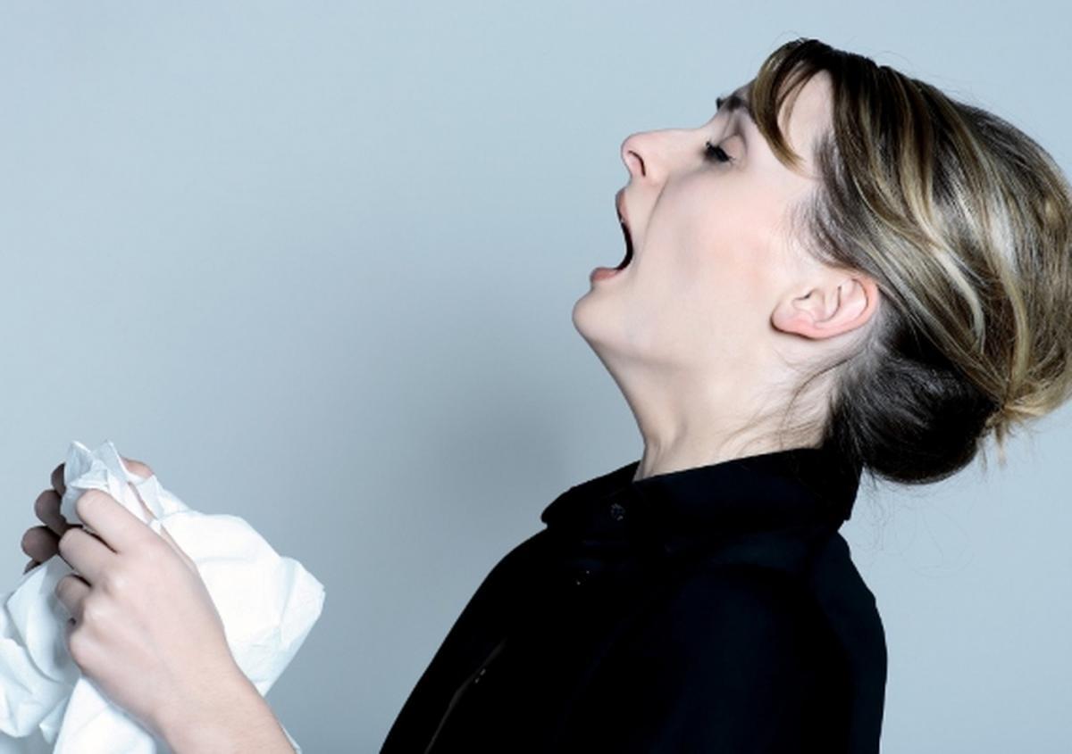 Чихалка на каждый день: как гадать и что означает каждый чих