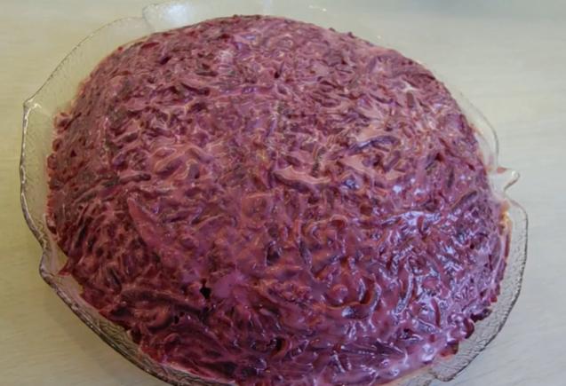 Классический салат шуба может украсить новогодний стол 2020 - Новогодние рецепты салатов 2019