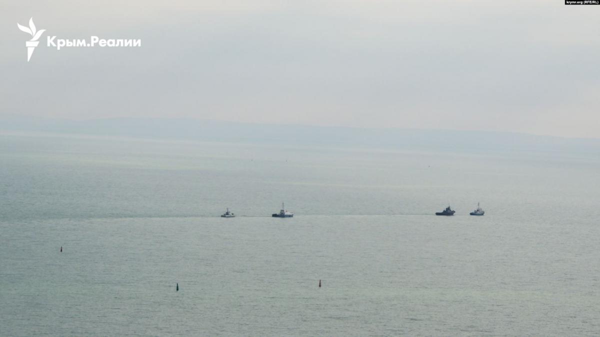 Захваченные РФ украинские корабли вышли из Керчи / Крым Реалии