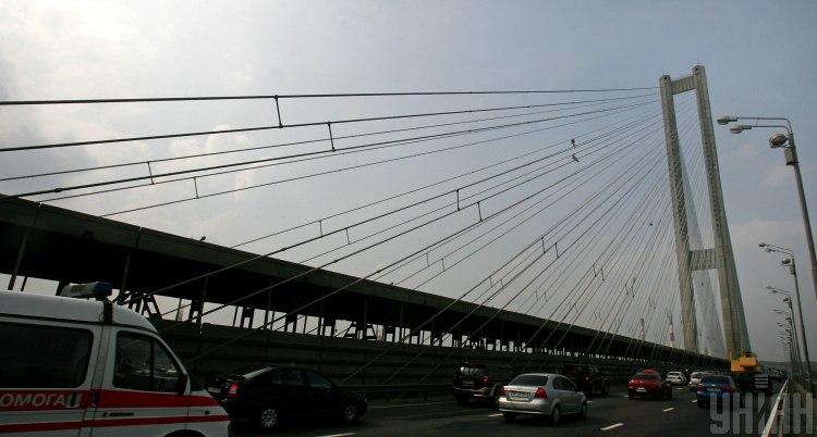 В Киеве Южный мост скоро частично перекроют