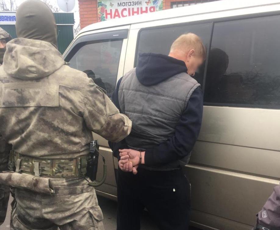 Пенсионер МВД напал на полицейских
