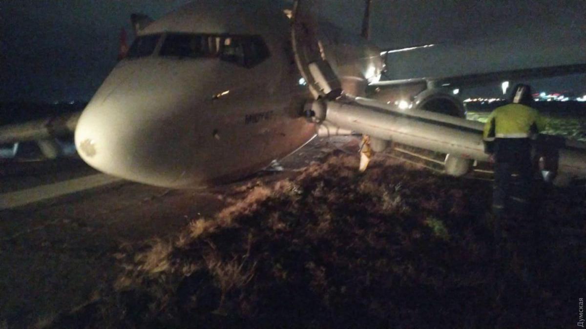 Boeing 737 сел «набрюхо» ваэропорту Одессы