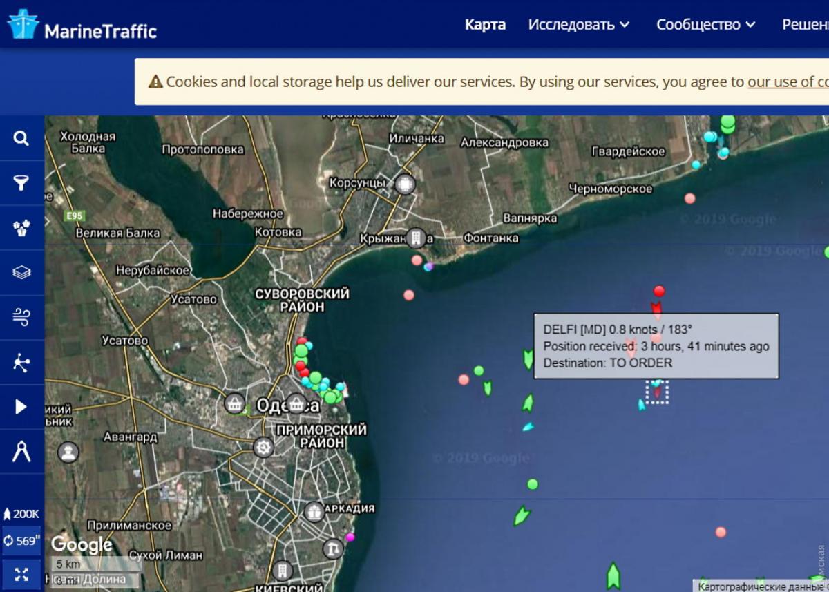 Ураган в Одессе сорвал с якоря и унес в море танкер Делфи