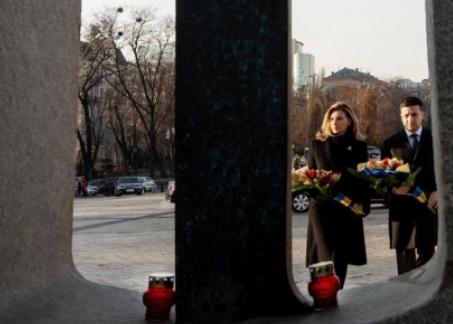 Владимир и Елена Зеленские сегодня в Киеве почтили память жертв Голодомора