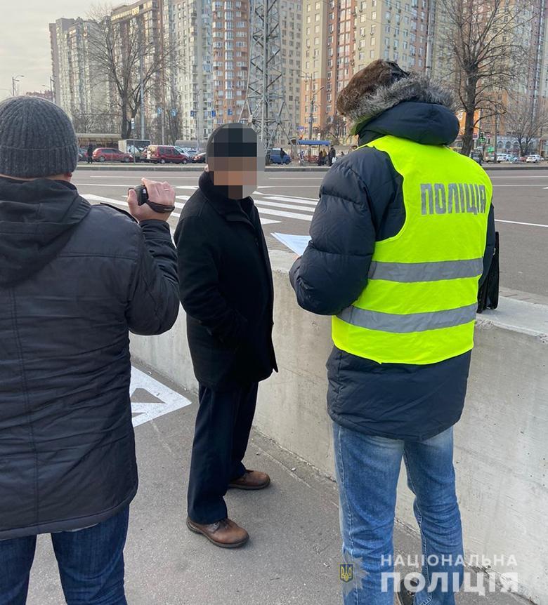 Мошенников схватили у метро в Киеве