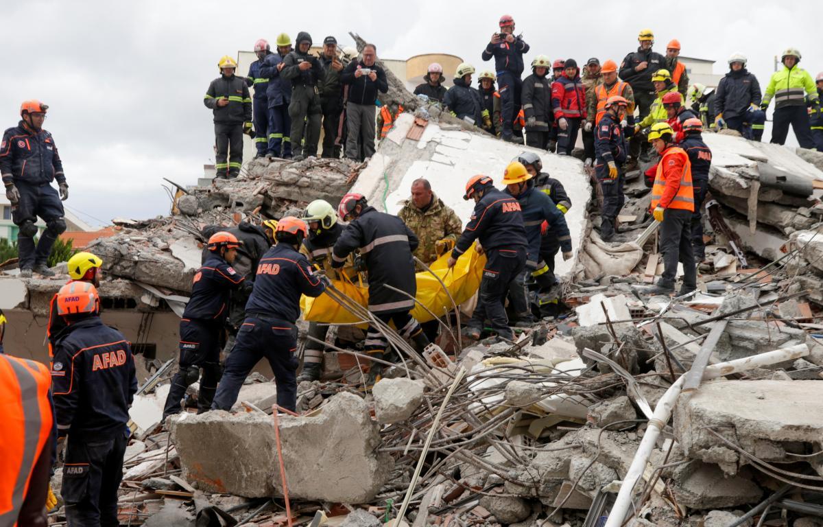 Число жертв землетрясения в Албании достигло 50 человек