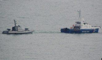 Захваченные украинские корабли покинули Керчь