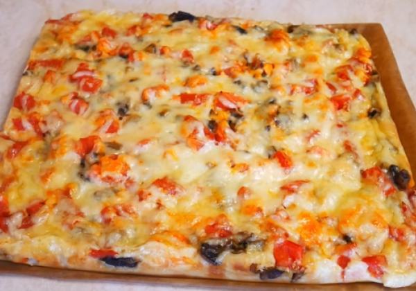 Пышное тесто на пиццу готовится за считанные минуты и быстро выпекается