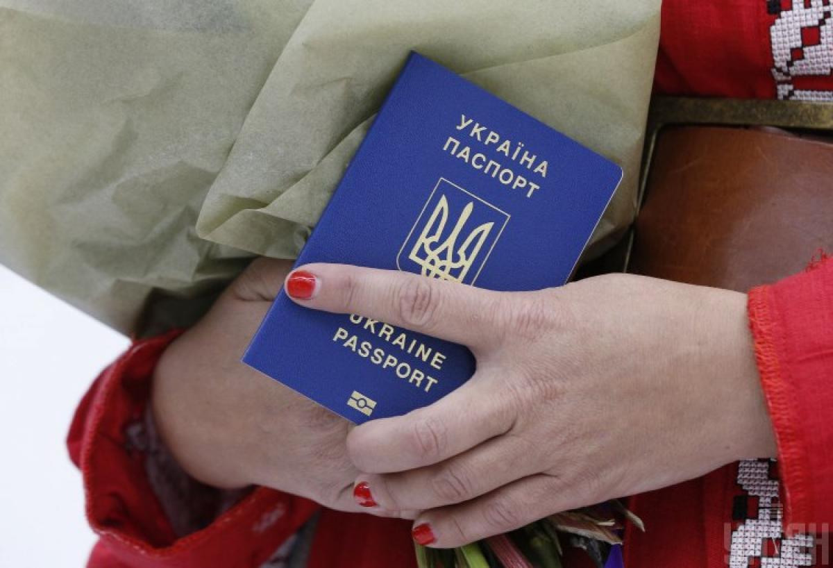 Украинцы с биометрическим паспортом скоро смогут ездить без виз в еще одну страну - Безвиз Украина 2019