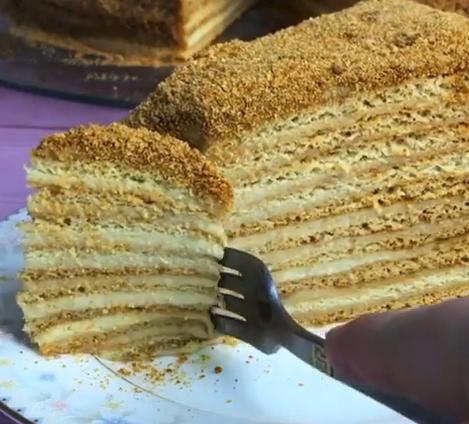 Коржи на торт медовик со сметанным кремом выпекаются считанные минуты