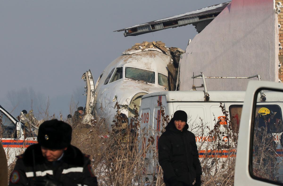 В Казахстане в результате крушения самолета погибли более 10 человек