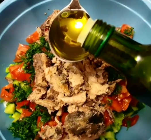 Можно приготовить рыбные салаты на праздник - Салаты на Новый год, рецепты