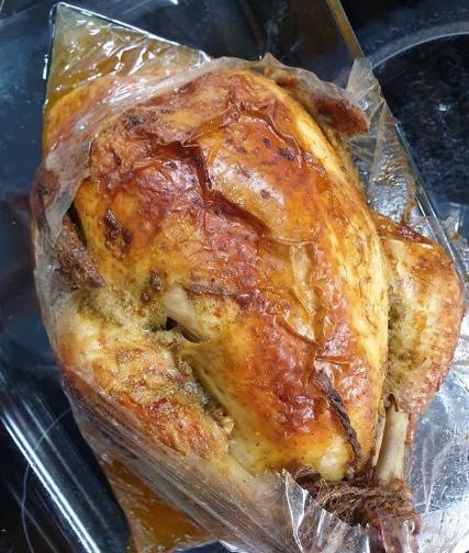 Курица в рукаве сначала готовится в духовке, разогретой до 200 градусов - Курица в духовке