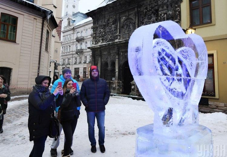 Стрельцы в канун нового года могу угодить в любовный капкан - Гороскоп на 31 декабря 2019 года