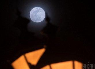 Під час місячного затемнення у липні можна прощатися зі зв'язками, які віджили своє, поділилася астролог – Затемнення 5 липня 2020 року