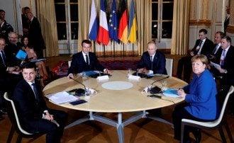 Зеленский поговорит с Макроном и Меркель без Путина