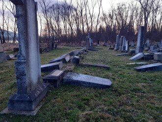 Погром на еврейском кладбище в Словакии