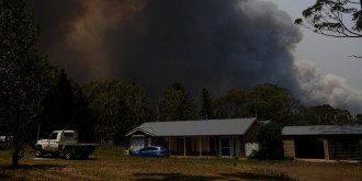В Австралии лесной пожар уничтожил город возле Сиднея / Фото: REUTERS