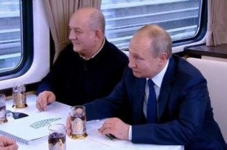 Путин открыл железную дорогу в Крым / скриншот из видео