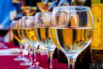 Врач сообщил, что самый безопасный алкоголь - белое сухое вино - Самый безопасный алкогольный напиток