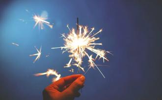 Новый год, бенгальский огонь