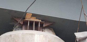 Обломки досок в опорах моста испугали киевлян / Фото: Facebook/Богдан Тицький